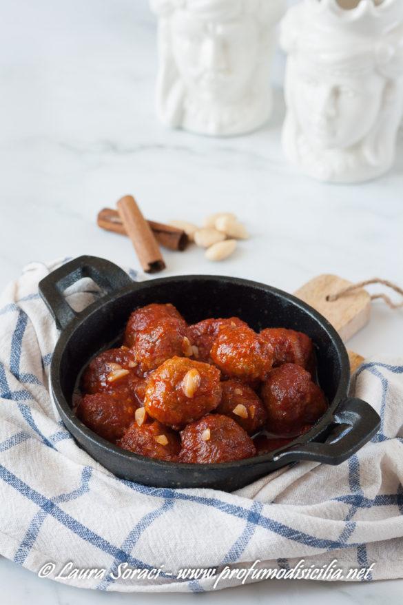 Polpette agrodolci con cannella e mandorle il profumo della Sicilia a tavola