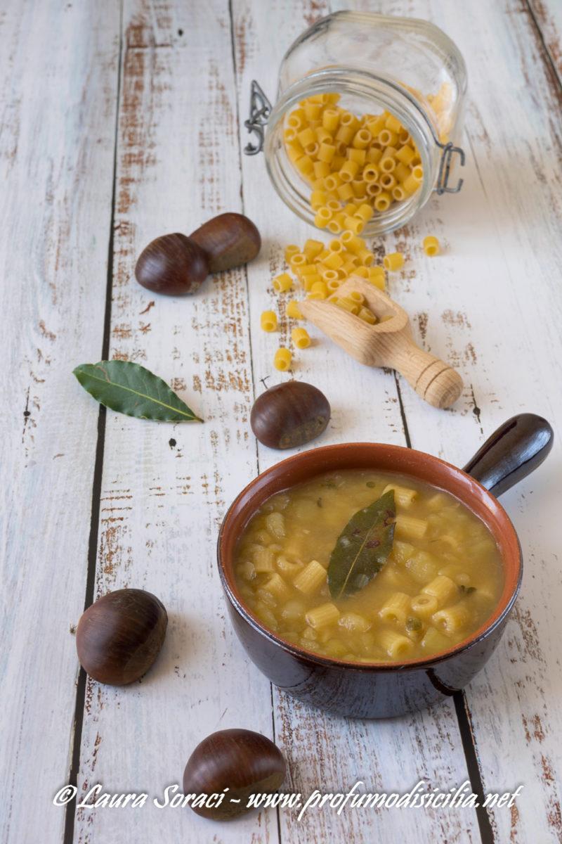 un piatto di pasta povero tipico della sicilia di inizio secolo