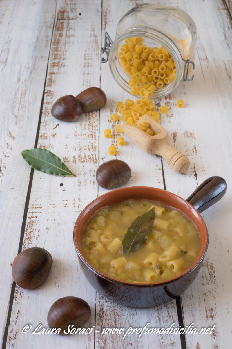 La pasta con le castagne in sicilia si chiama Pasta cà Pastigghia